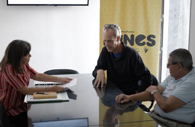 autoridades del cad2 se reunieron con el secretario de planeamiento de funes. | CAd2